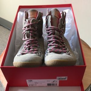 """Coach """"Noelle """" Calf Camel Gray/Pink Boots"""